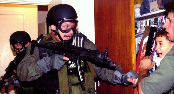 2001 Pulitzer Prize photo by Alan Diaz of Elian Gonzalez